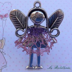 Muñeca con Vestido Rosa y Morado