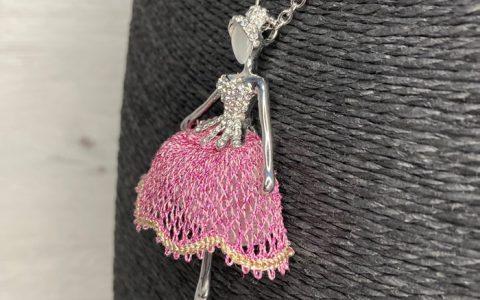 Collar Bailarina Rosa - La Bolillería - Tu lugar para el Arte de los Bolillos