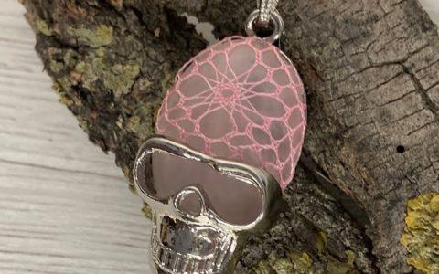 Colgante Calavera Rosa - La Bolillería - Tu lugar para el Arte de los Bolillos